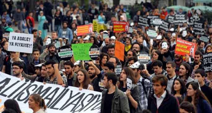 Öğrenciler YÖK'e karşı