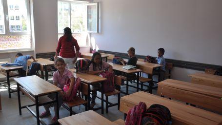 Roman öğrenciler ayrı sınıfa konuldu
