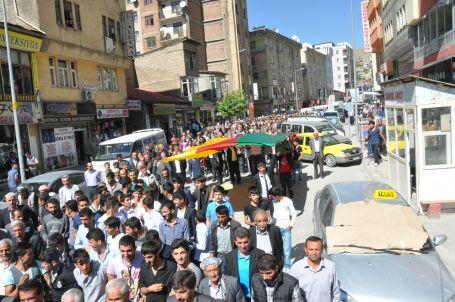 Binler demokratikleşme paketine tepki gösterdi