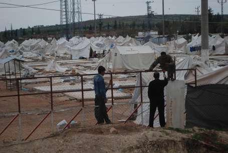 Suriye: Türkiye çadır kentlerde