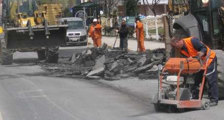 Başbakan geçecek diye yoldaki asfalt kazılıp yeniden döküldü