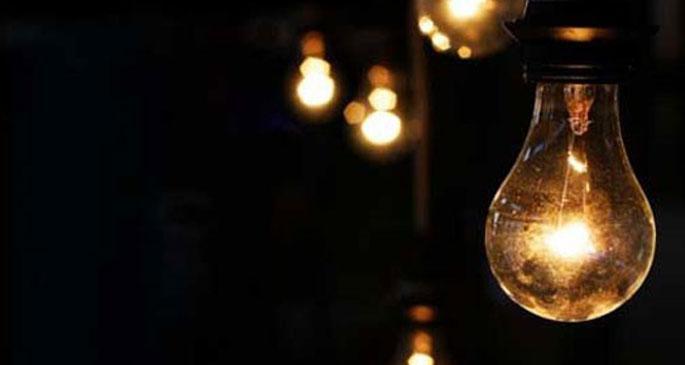 12 gündür elektriklerin kesik olduğu köyde okul boykotu