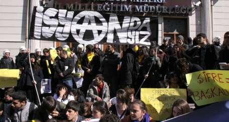 """Öğrencilerden Başbakana: """"Tehditlerinizden korkmuyoruz"""""""