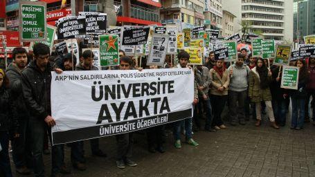Üniversitelerde ırkçı saldırılar artıyor