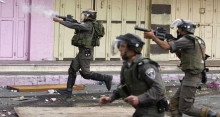İsrail askerleri Mescid-i Aksa'yı bastı