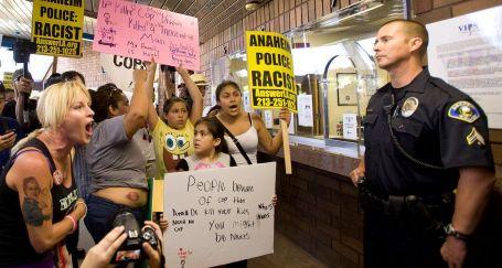 California'da polis şiddetine protesto