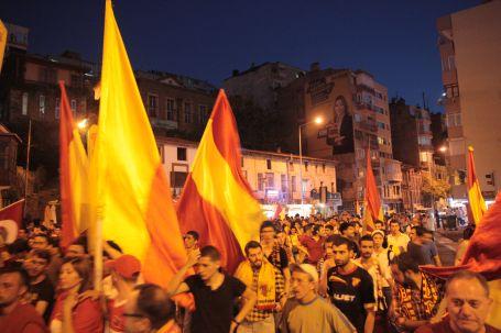 Çarşı'ya 2 tutuklama; binlerce destek!