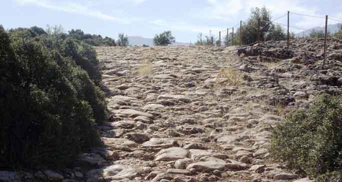 2 bin 500 yıllık tarihi yol kaderine terk edildi