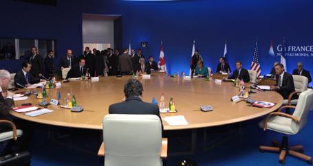 G8'den Kaddafi'ye çağrı, Esad'a tehdit