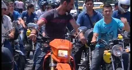 Taşeron PTT işçilerinden motorlu maaş protestosu