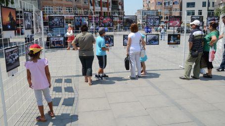 Gazeteciler Çorlu'da fotoğraflarını sergiledi