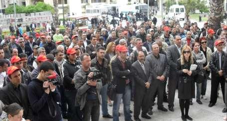 İzmir Büyükşehir'e grev kararı asıldı