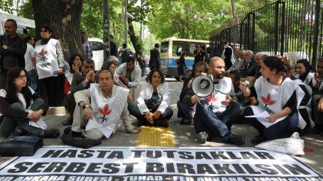 Hükümet hasta tutuklular için adım atsın