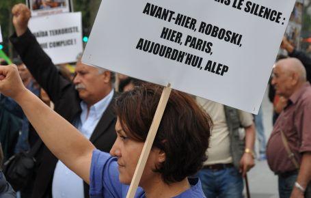 Katliam Paris'te protesto edildi