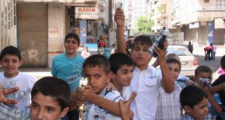 Diyarbakır'da çocukların 'savaş' oyunu
