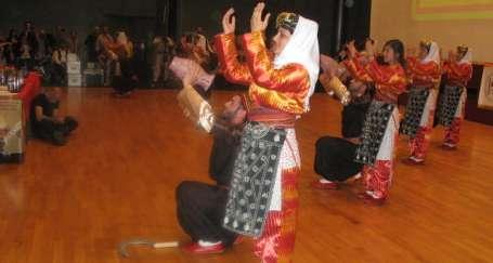 Kürt halk oyunları yarıştı