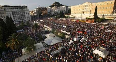Yunanistan'da yüz binler sokaklara döküldü