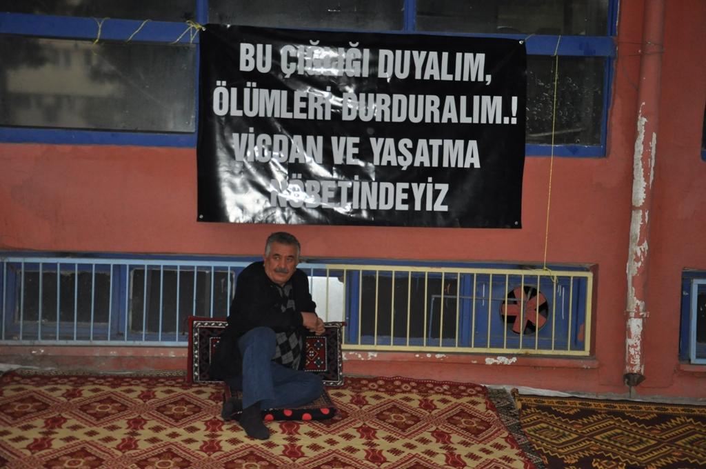 Selim Sadak 1 günlük açlık grevinde