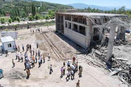 Okul inşaatında göçük: 8 yaralı