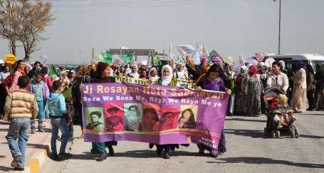 Kadınlar barış ve eşitlik için sokakta