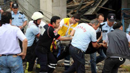 Göçük altında kalan 2 işçi yaşamını yitirdi