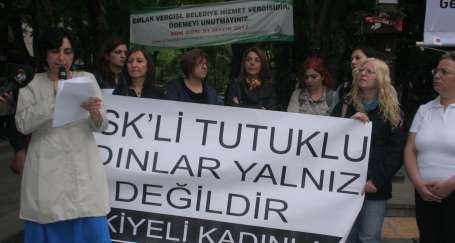 Mülkiyeli kadınlardan KESK'li kadınlara destek