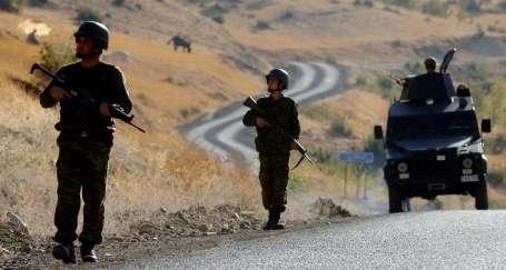 Sınıra askeri yığınak yapılıyor