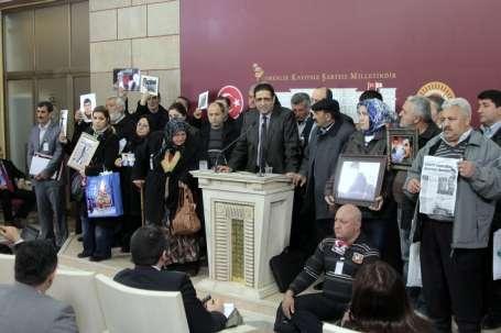 Aileler şüpheli asker ölümlerine karşı Ankara