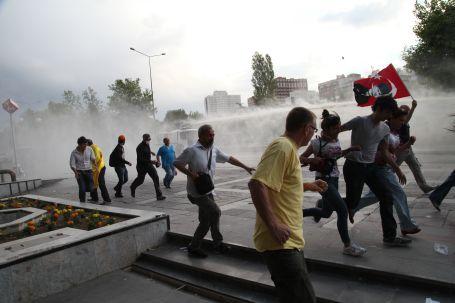 Polisin gazı temizlik işçisini öldürdü