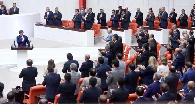 62. Hükümet, AKP\'li vekillerden güven oyu aldı