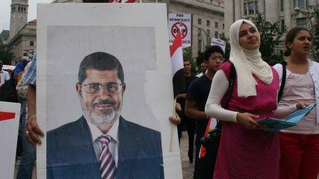 Mursi 15 gün daha gözaltında