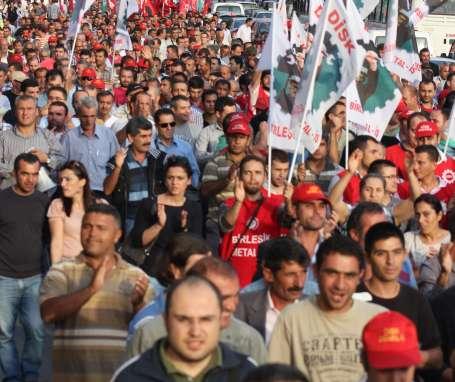 İzmir'de emekçiler AKP il binasına yürüdü