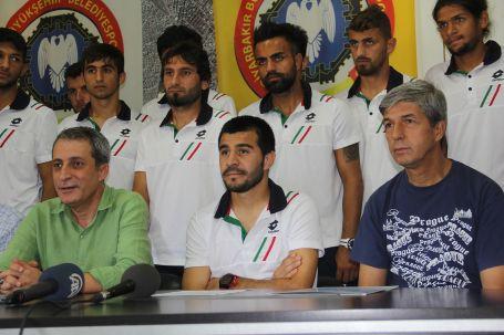 Diyarbakırlı futbolculardan Volkan Şen'e destek
