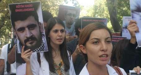 Tıp öğrencileri tutuklu arkadaşları için özgürlük istedi