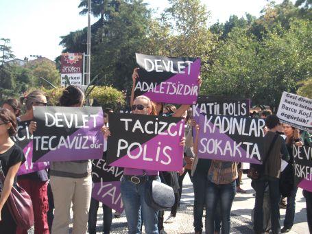 Kadınlar polis tacizine karşı yürüdü