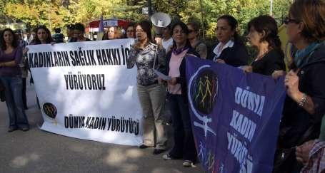 Kadınlar sağlık hakkı için Bakanlık önündeydi