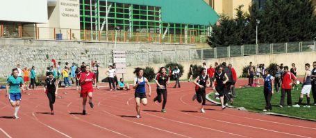 Genç atletler Trabzon'da piste çıkıyor