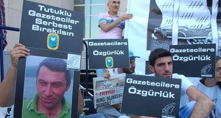 Tutuklu gazeteciler çıksa da mücadele sürecek