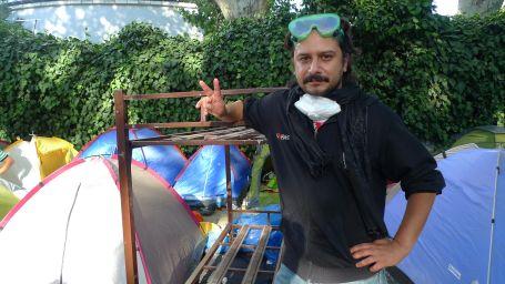 Behzat Ç. rozetini bırakıp Gezi Parkı'na giderdi