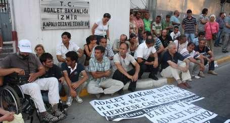 Buca Cezaevi önünde 'Barış ve Adalet Nöbeti'