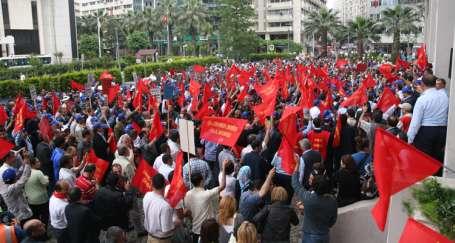 İZELMAN işçileri gaz kesti