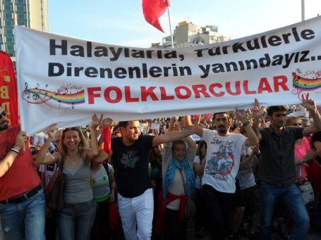 Halay da bizim Taksim de