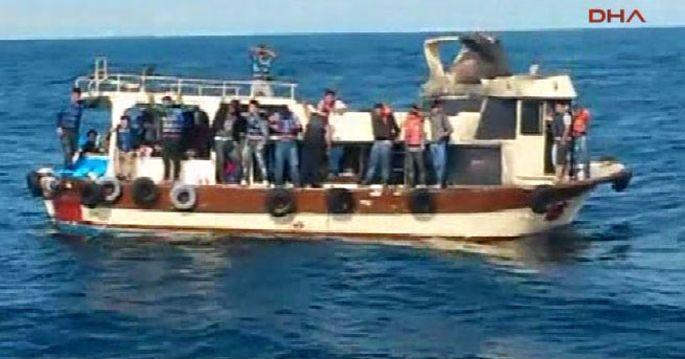 82 göçmen, 15 metrelik teknede 2 gün boyunca aç susuz bekledi