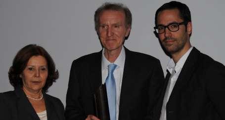 Erdal Öz Edebiyat Ödülü Şavkar Altınel'in