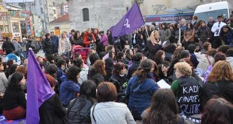 Kadınlar, kadın cinayetlerine karşı nöbet tuttu