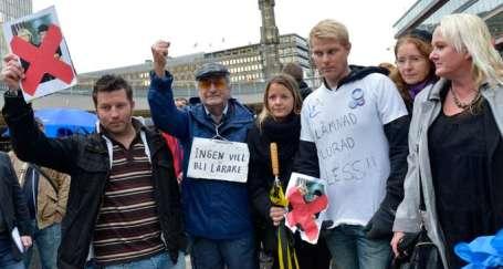 İsveç'te öğretmenler yine meydanlarda