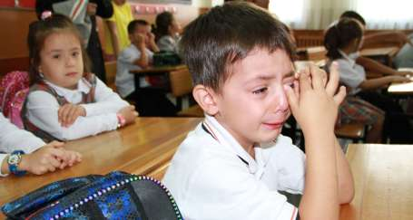 Öğrenci de ağlıyor öğretmen de