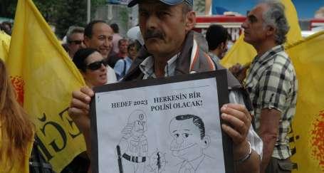 AKP demokrasi dersinde sıfır çekti