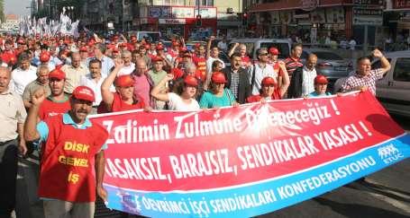 DİSK'ten 'Zulme direneceğiz' yürüyüşü