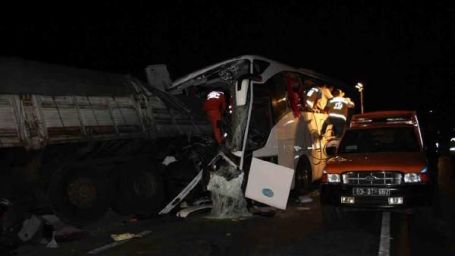 Afyon'da kaza: 7 ölü 25 yaralı